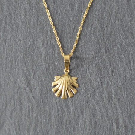 18 Kts Gold Chain and Shell